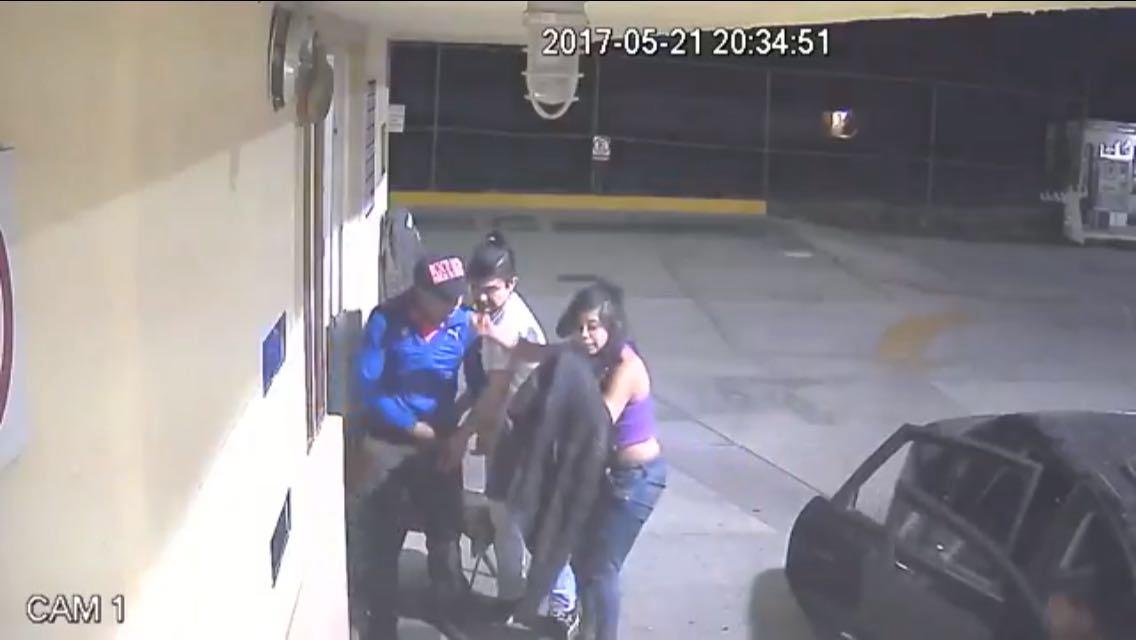Mujer con rifle encabeza banda de asaltantes de gasolineras