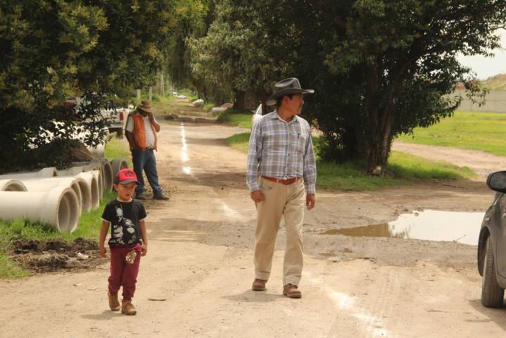 Alcalde mejora la infraestructura básica en Llanos de Tepetlapa