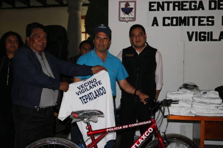 Realiza Héctor Domínguez Rugerio entrega a comités de vecinos vigilantes