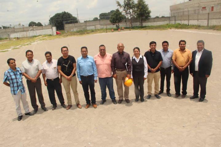 La secundaria Vicente Suárez tendrá pasto sintético en cancha de  futbol: alcalde