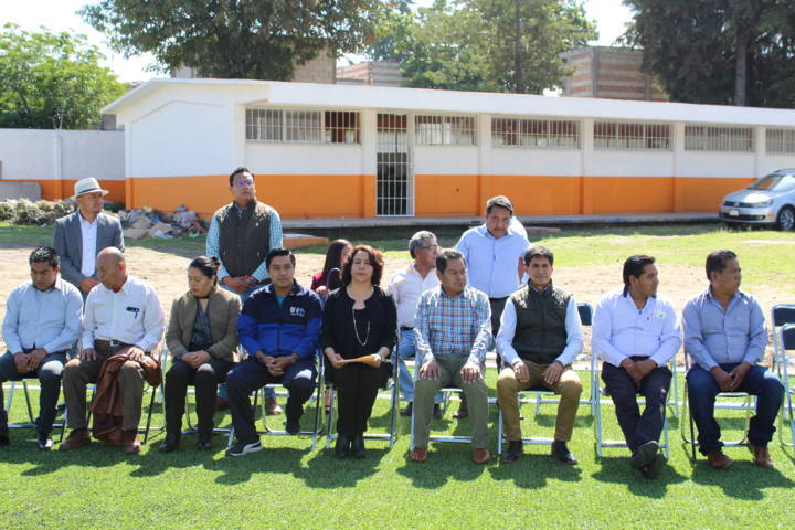 Cano Coyotl inaugura cancha de fútbol con pasto sintético