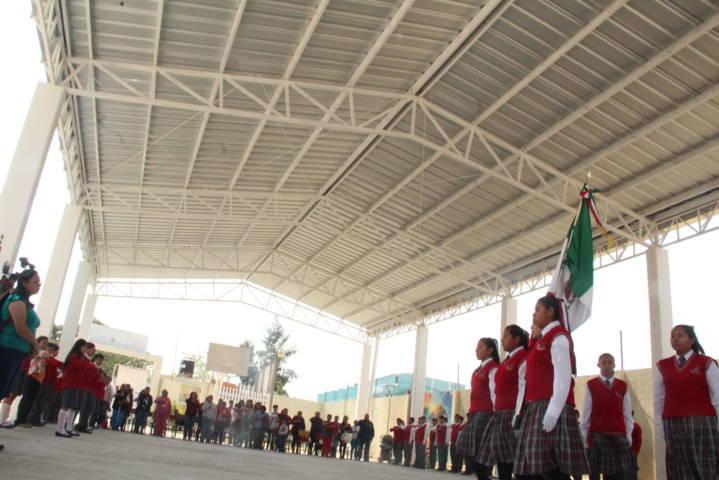 TOA impulsa la educación de la telesecundaria Diego Valadez con una techumbre
