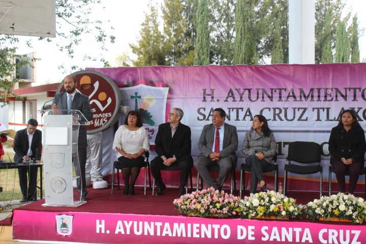 Sanabria Chávez entrega techumbre a estudiantes del Cobat No. 12
