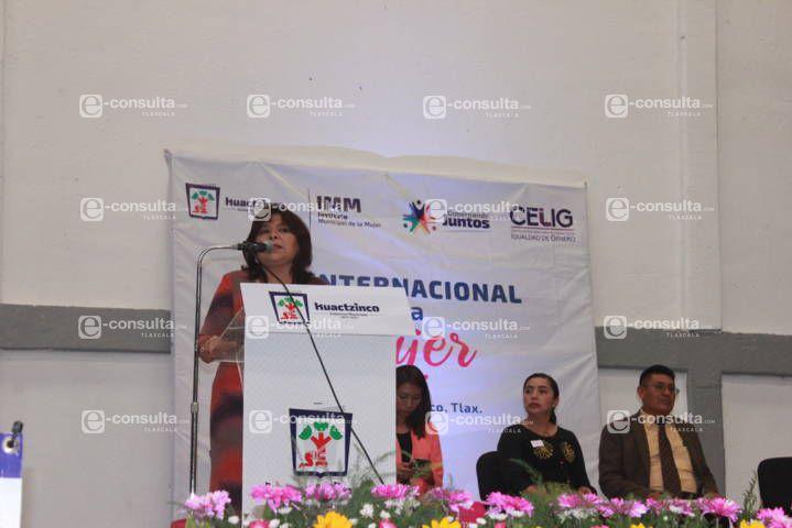 Mujeres y hombres tenemos los mismos derechos y desarrollo personal: alcalde