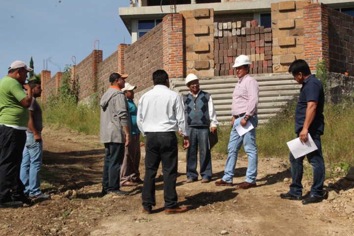 Alcalde acerca los servicios básicos a 2 calles de San Vicente Xiloxochitla