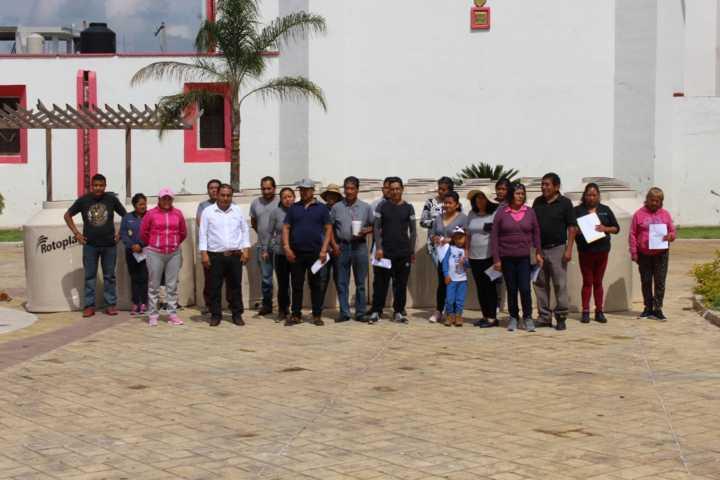 En Lardizábal, continúa la entrega de tinacos rotoplas