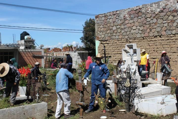 Limpios los cementerios para Día de Muertos en Santa Cruz Tlaxcala
