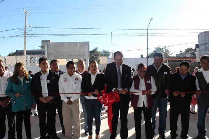 """Entregan obra en primaria """"Xicohténcatl Axayacatzin"""" de Santa Cruz Tlaxcala"""