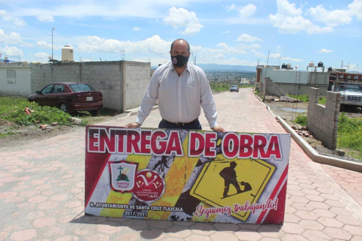 Entrega Sanabria Chávez pavimento de adocreto en Calles Montes Urales y Monterrey