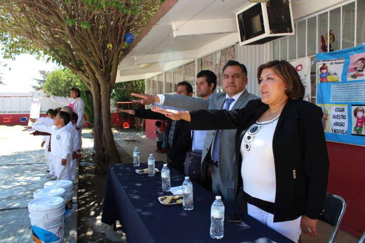 Ayuntamiento de Tetla de la Solidaridad entrega apoyos en especie