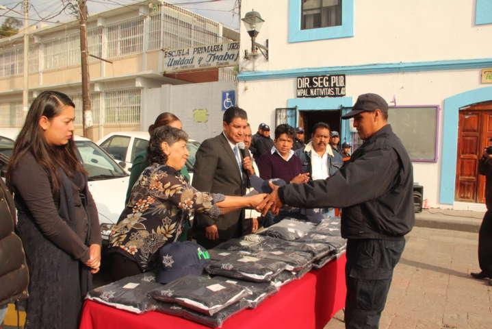 Alcalde encabeza entrega de uniformes y unidades para la Policía Municipal
