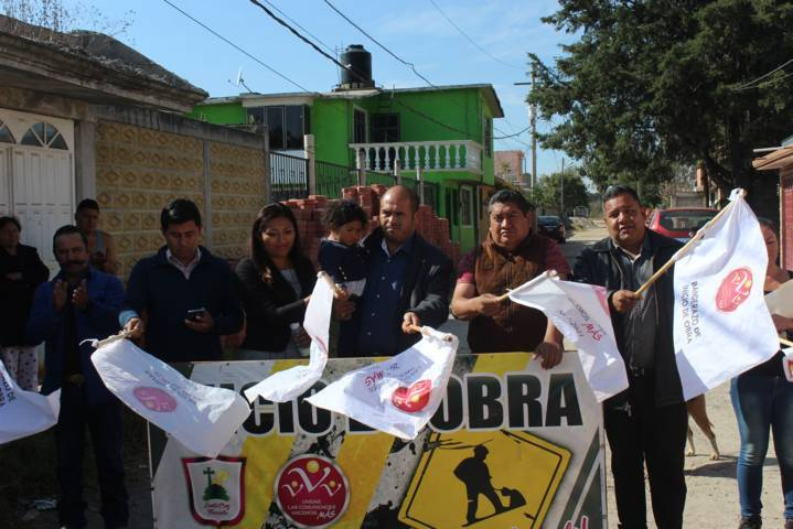 Alcalde mejora la imagen urbana de la priv. 16 de septiembre con adoquín