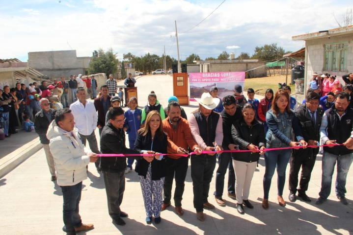 Alcalde y Senadora entregan a vecinos de la Abasolo una calle pavimentada