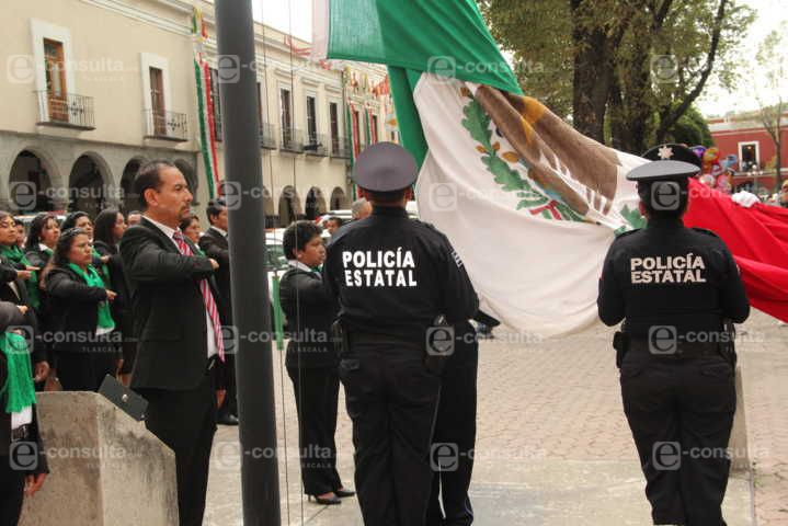 Pérez Juárez realizó Arrió de Bandera en la capital del estado