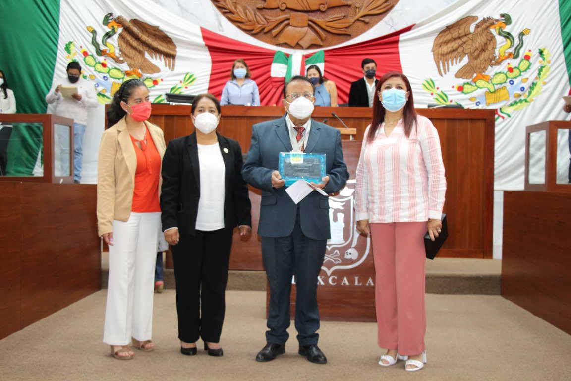 Congreso de Tlaxcala otorga la presea José Arámburu Garreta a Alfredo Brambila