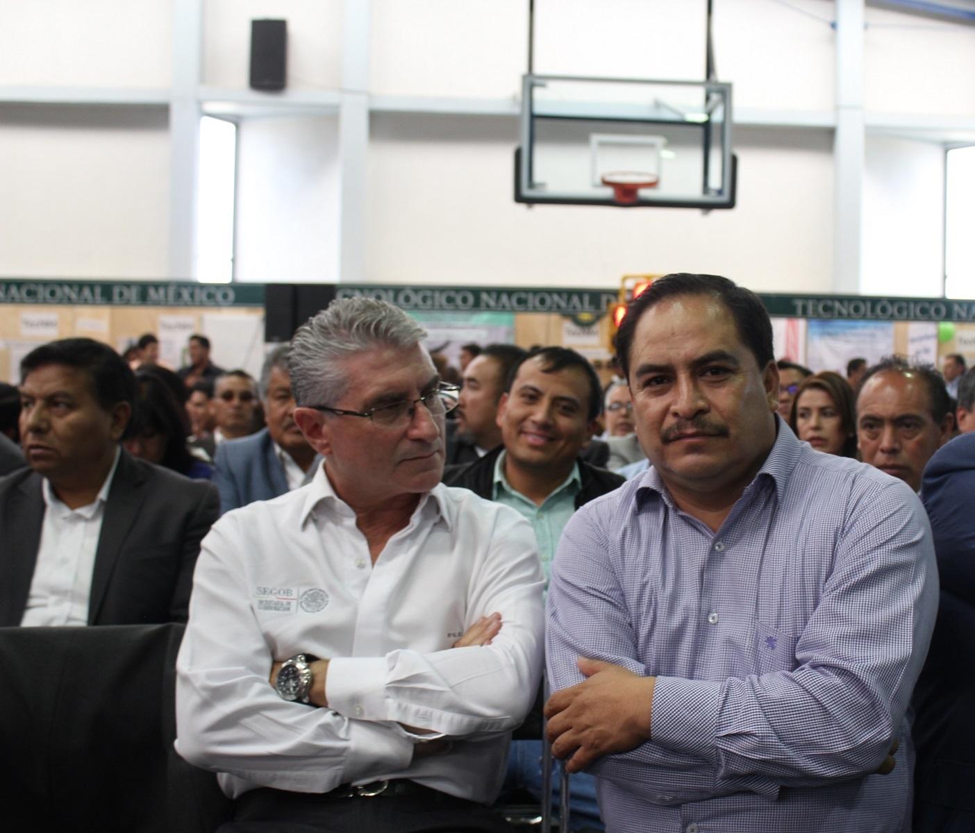 Funconario presume influyentismo y amenaza de muerte a periodista
