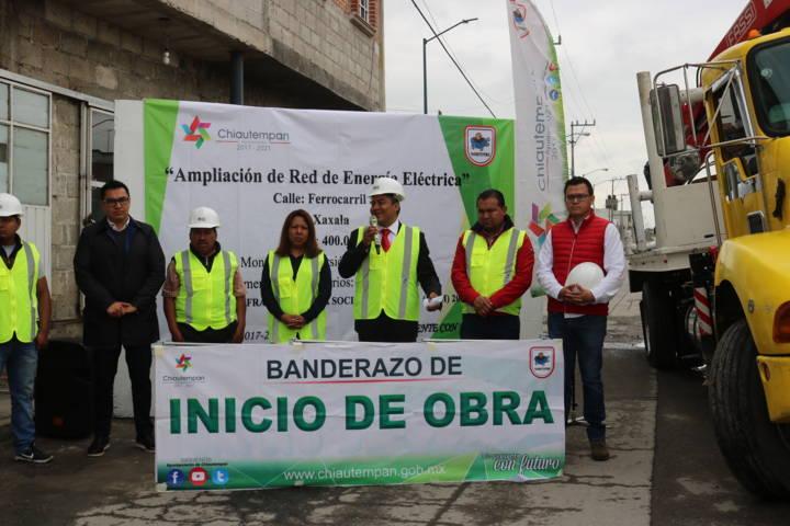 Hector Dominguez cumple compromiso en Xaxala con ampliación de red electrica