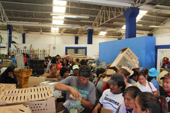 El DIF municipal de SPM entrega aves de traspatio en beneficio de 380 familias