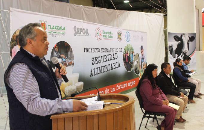 Entregan en Huamantla apoyos a productores de la región