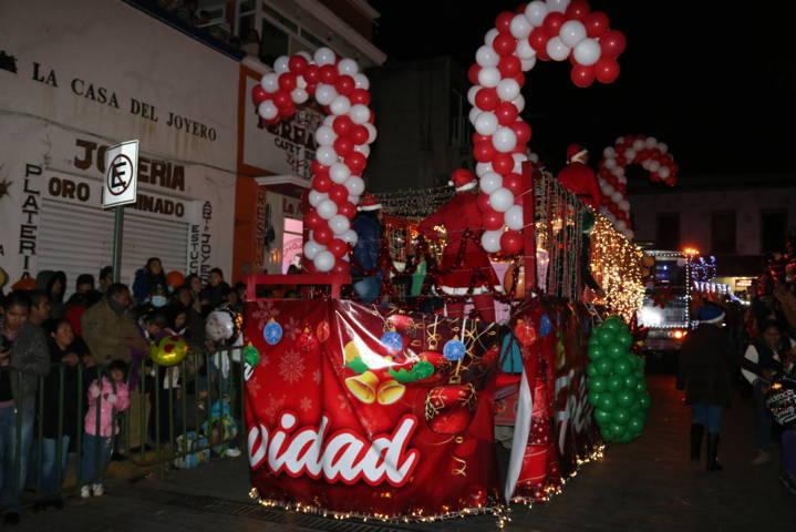 Más de 30 mil visitantes en Desfile Navideño y encendido de Árbol de Chiautempan