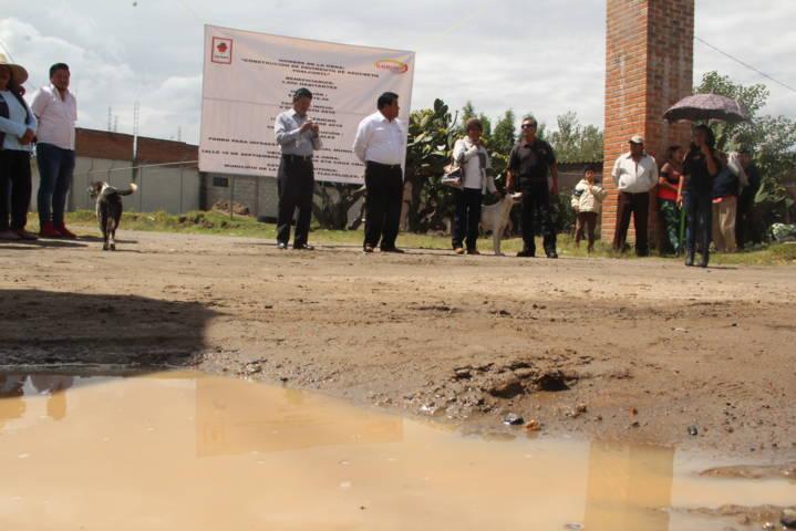 Alcalde inicia trabajos de pavimentación en la 16 de septiembre del barrio de Yoalcoatl