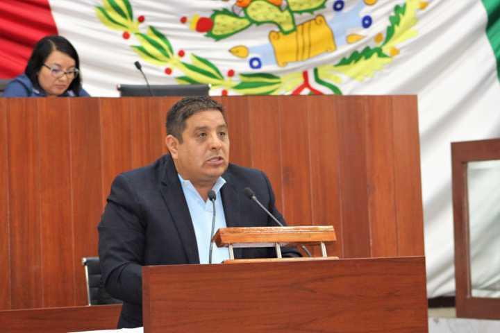 Pide Víctor Castro reformar el reglamento de la ley de comunicaciones y transportes