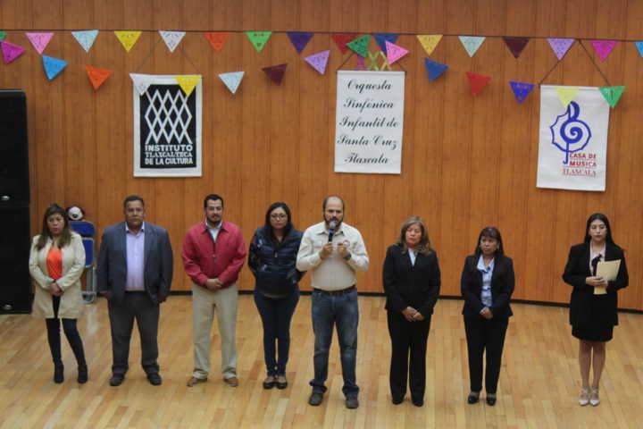 Jóvenes de Santa Cruz Tlaxcala asisten a obra de teatro para prevenir adicciones