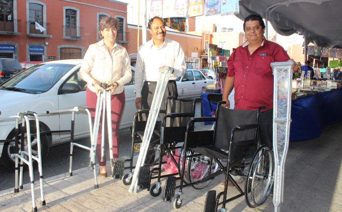 El Sistema municipal DIF  recibe donación de aparatos de apoyo