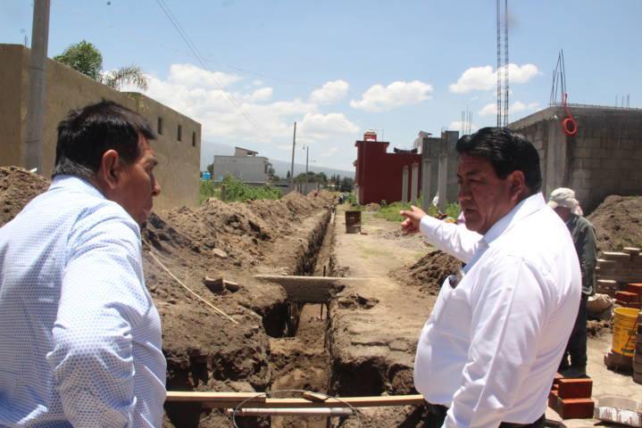 Alcalde acerca servicio básico a la calle Josefa Cruz de la Venta