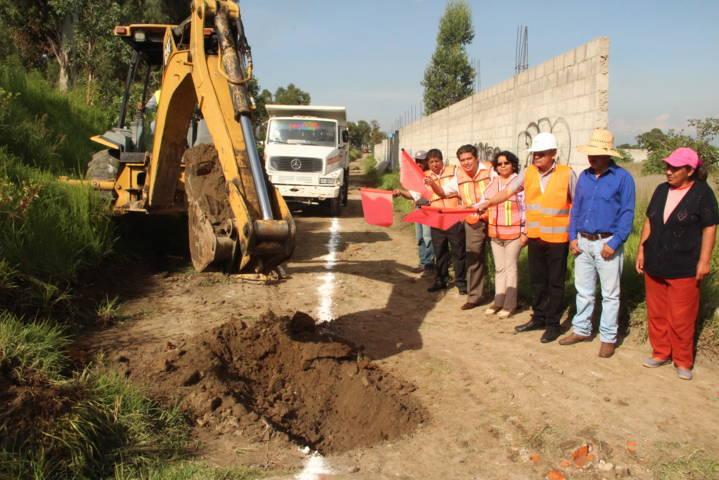 Arranca alcalde obra de drenaje sanitario en calle la barranca