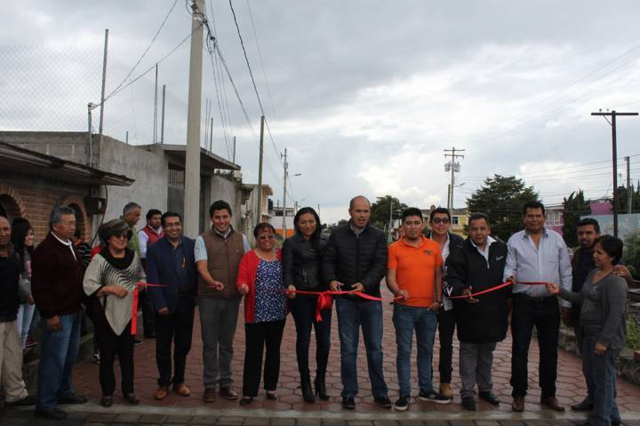 Entregan autoridades obras de pavimentación en Santa Cruz Tlaxcala