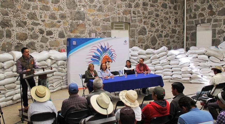 Alcalde por 3er año apoya a campesinos con fertilizante orgánico