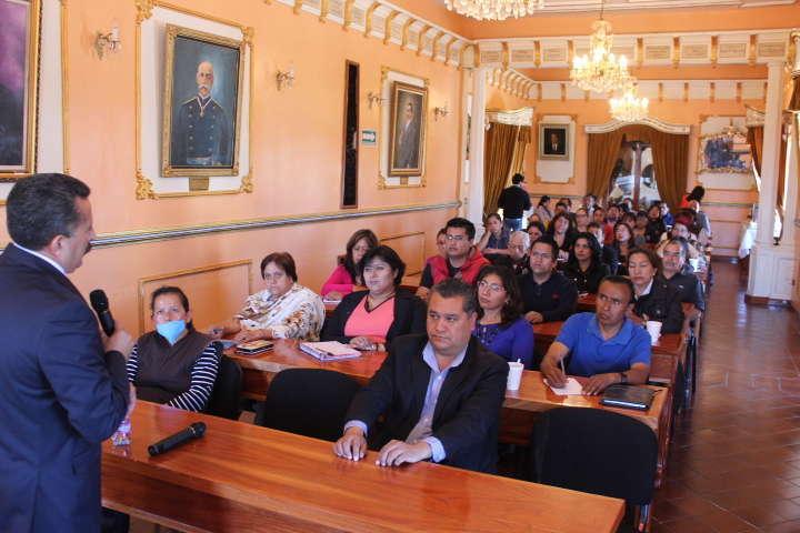 Imparten conferencias y talleres a personal del Ayto. de Huamantla