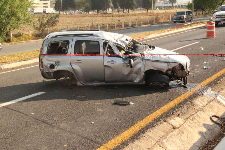Un muerto es el saldo de una volcadura sobre la autopista San Martin- Tlaxcala