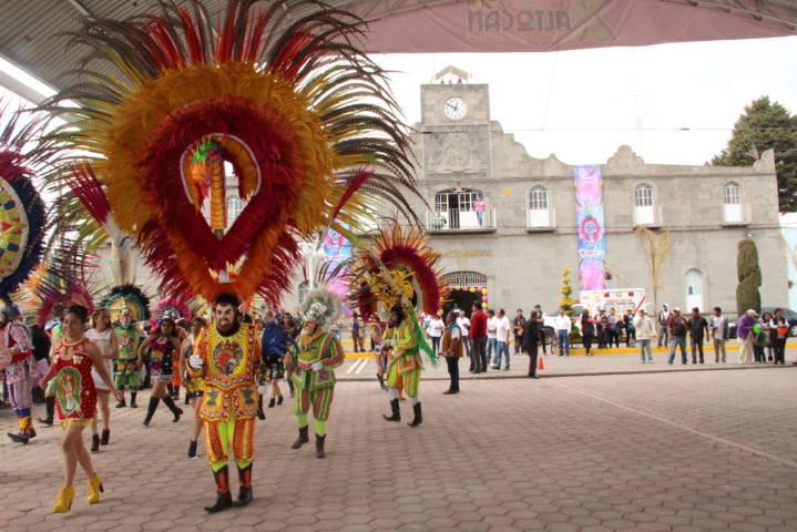 Sánchez Amador encabeza el desfile del carnaval Xaltocan 2018