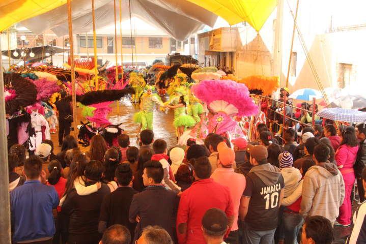 Con un espectacular y colorido desfile cerro el carnaval Xiloxoxtla 2017