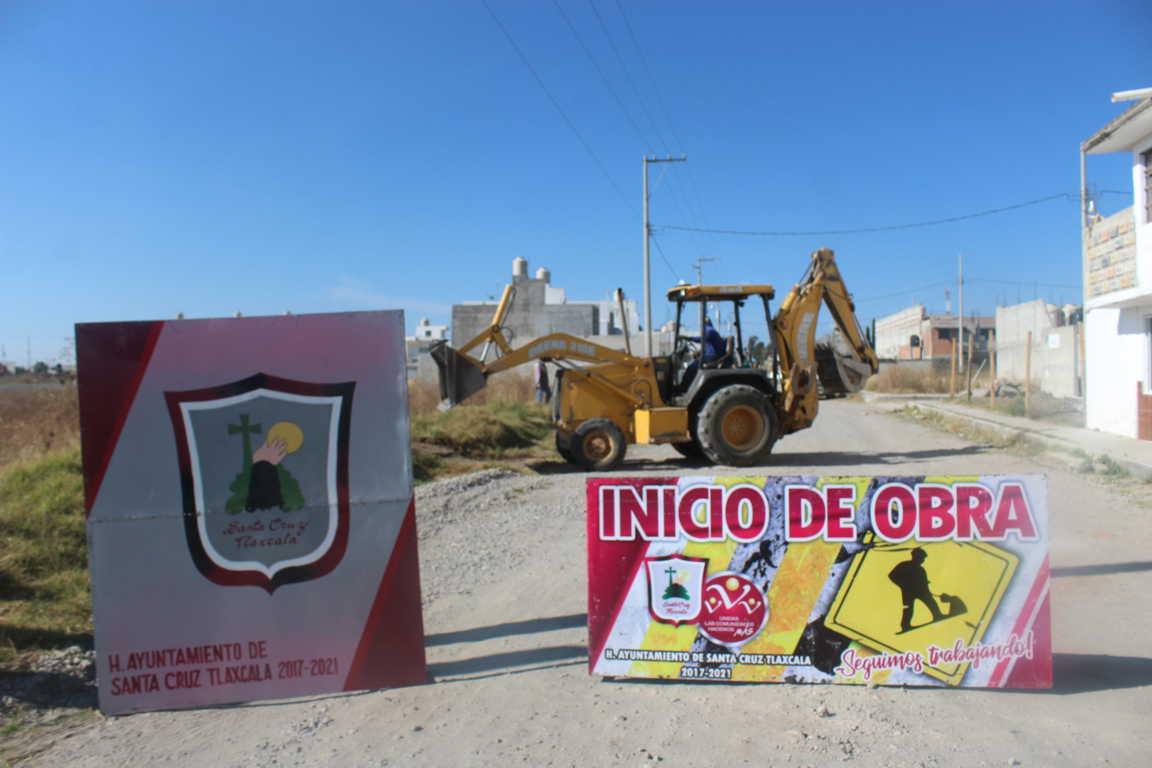 Se construyen guarniciones y banquetas en San Miguel Contla