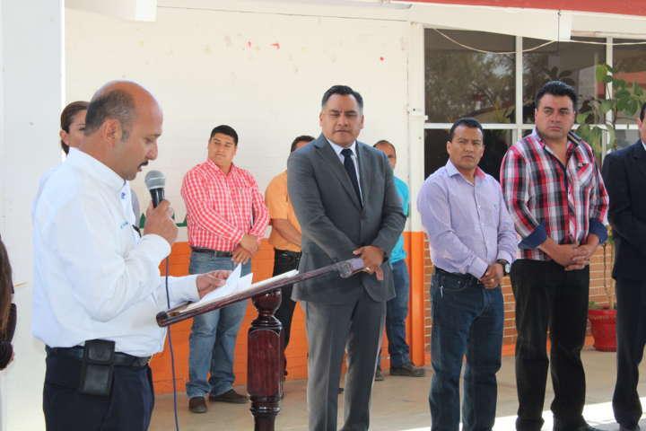 Entrega Eleazar Molina apoyo para la Secundaria Técnica 14 de Tetla de la Solidaridad