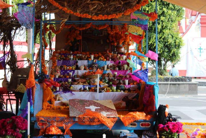 Ayuntamiento realiza el 3er concurso de calaveritas y ofrendas