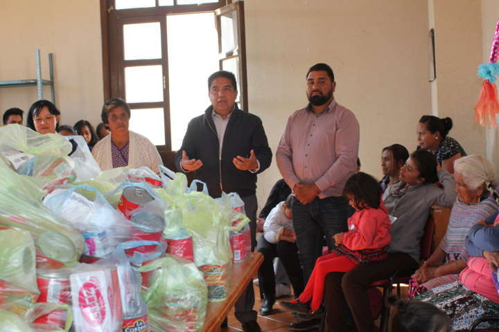 Continúa entregando Ayuntamiento de Calpulalpan paquetes alimentarios  a familias Calpulalpenses