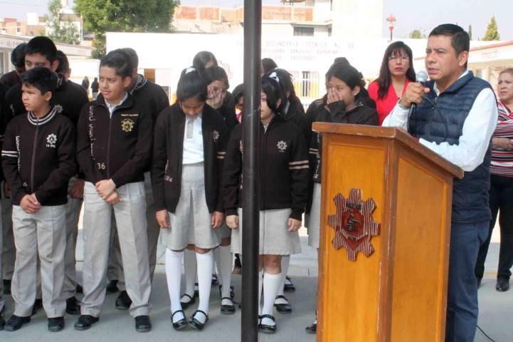 Llevan tráiler de la ciencia y la tecnología a escuela de La Joya