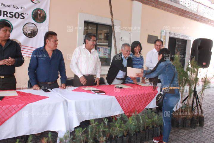 Alcalde fortalece la economía de las familias con diferentes cursos