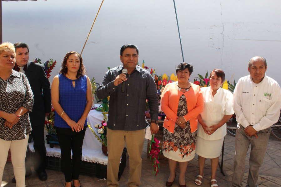 Impulsa alcalde curso-taller de hoja de maíz a los abuelitos
