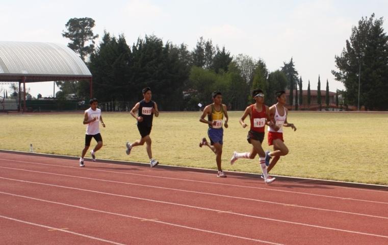 Continúan deportistas en busca de marcas para etapa regional de atletismo
