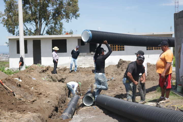 Ayuntamiento inicia obra de drenaje sanitario en la Col. Manuel Hdz, con el FISM