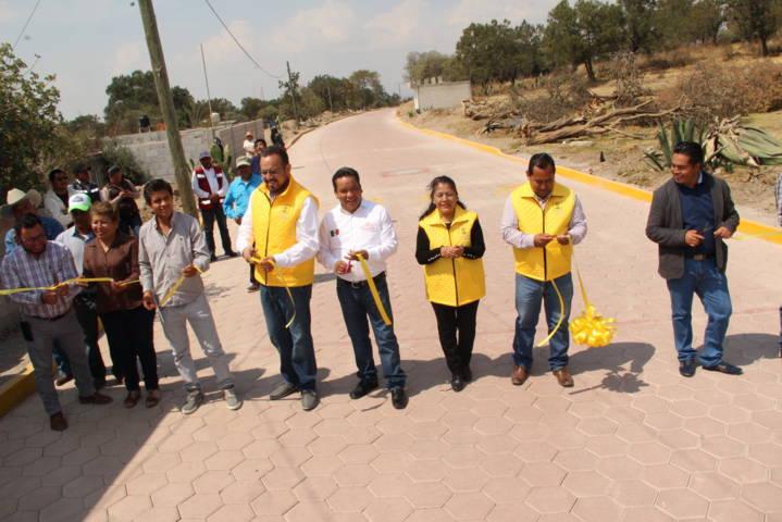 Mario López entrega vialidad adoquinada a vecinos de la calle Zaragoza de Texmolac