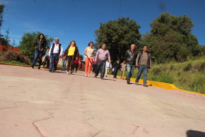 Alcalde mejora la imagen urbana de la calle De Cortes de Metecatlan
