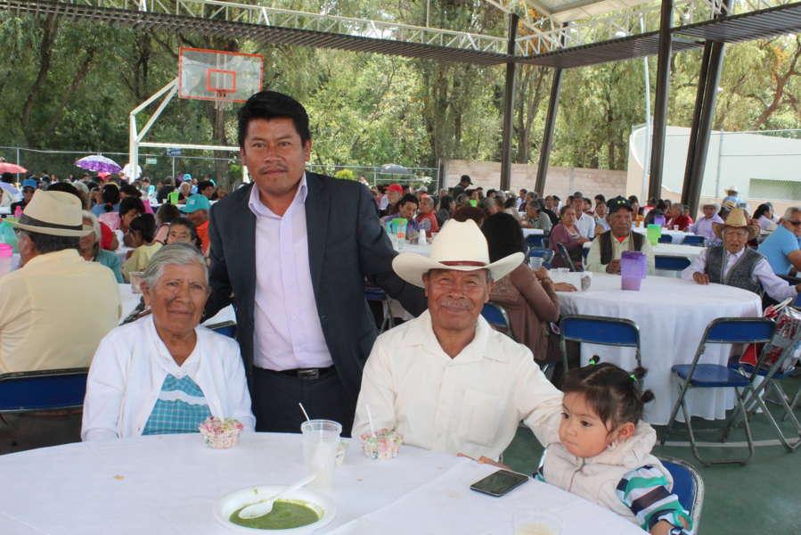 Nóhpal García festeja a las personas de la tercera edad en su día