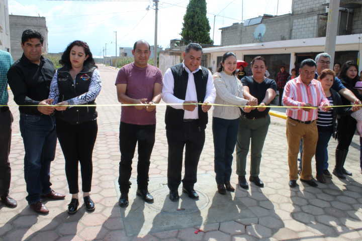 Alcalde y diputada mejoran la imagen urbana de la calle del Prado