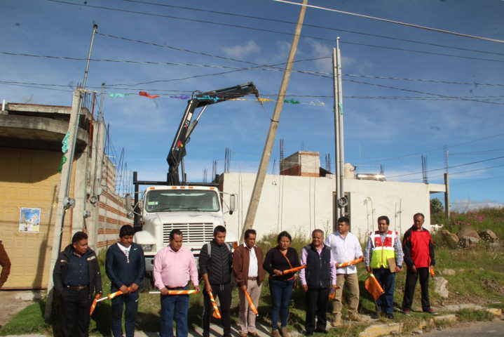 Alcalde pone en marcha 3 obras de electrificación con 477 mil pesos
